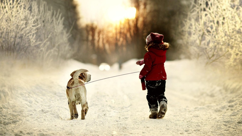 Ребенок с любимцем