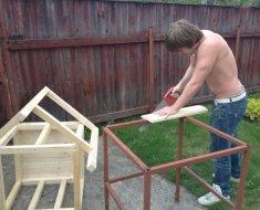 Процесс изготовления собачьего жилья