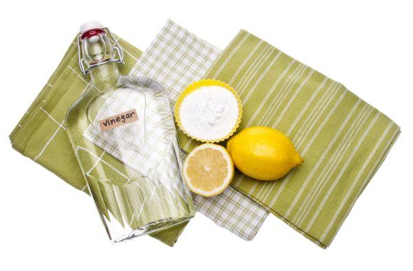 Бутылка с уксусом и лимон